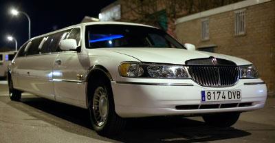 Foto de limusina Lincoln blanca